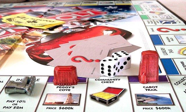 モノポリーなどのボードゲームで遊ぶメリット